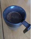 コーヒー豆粉を入れて熱湯イン
